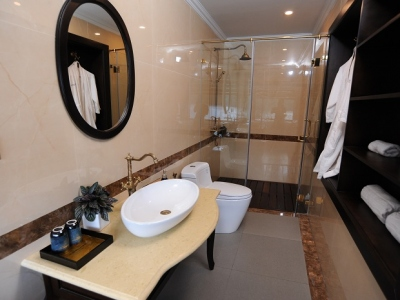 Legend-suite-bathroom