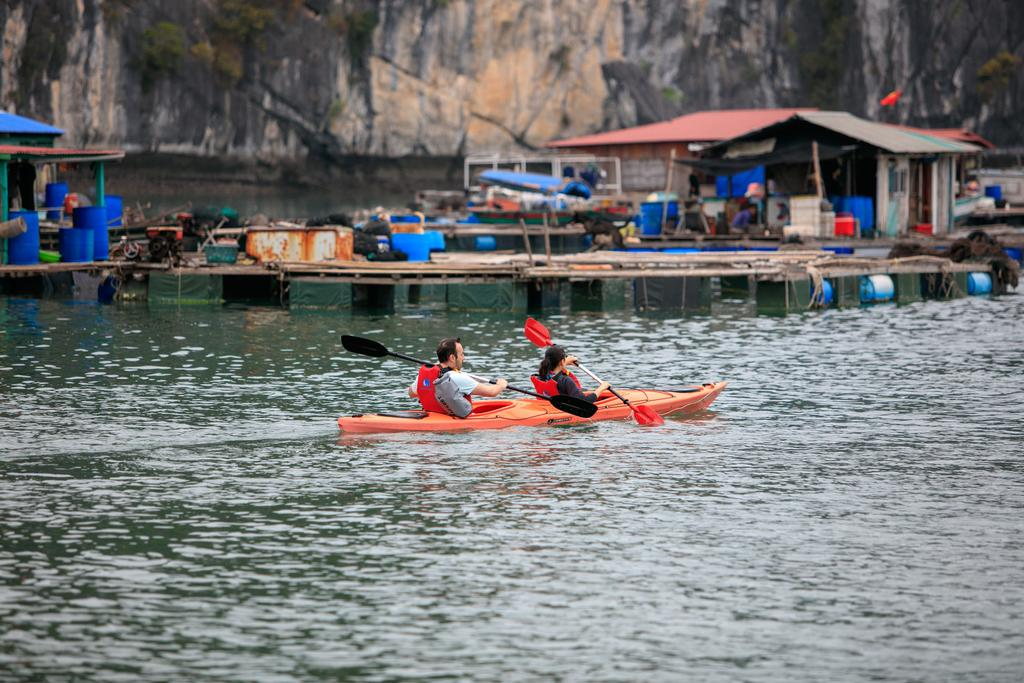 dat-tour-du-thuyen-unicharm-halong