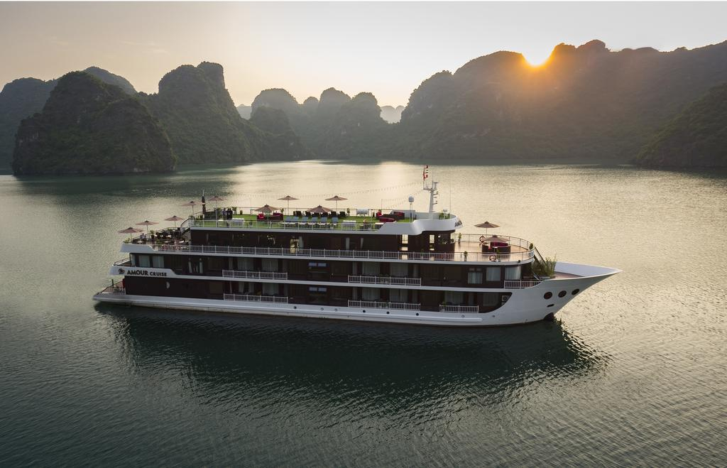 dat-tour-du-thuyen-amour-halong