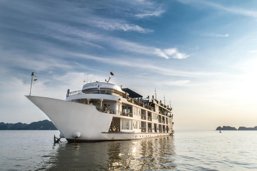 dat-tour-du-thuyen-dynasty-cruises-halong
